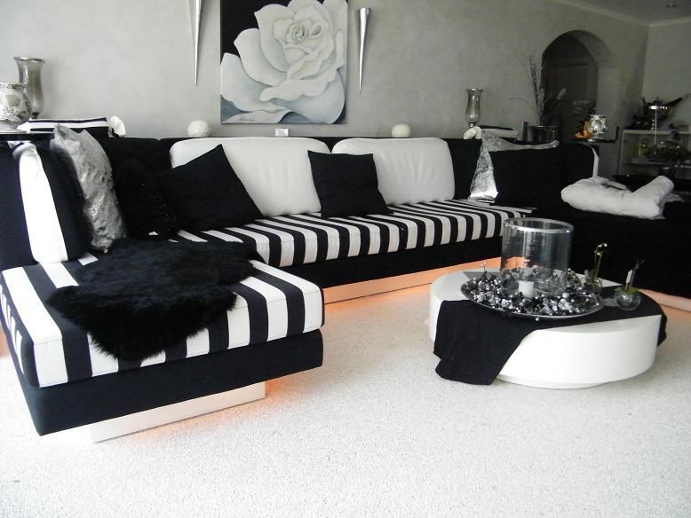 Couch schwarz wei top gb leder couch schwarz wei braun b for Roller wohnzimmer couch